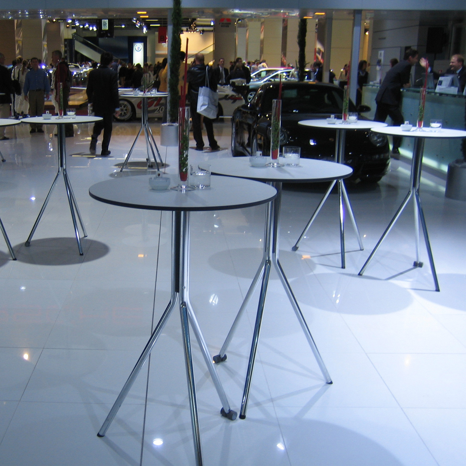 Brunner Cross.Flip Bar Height Folding Tables