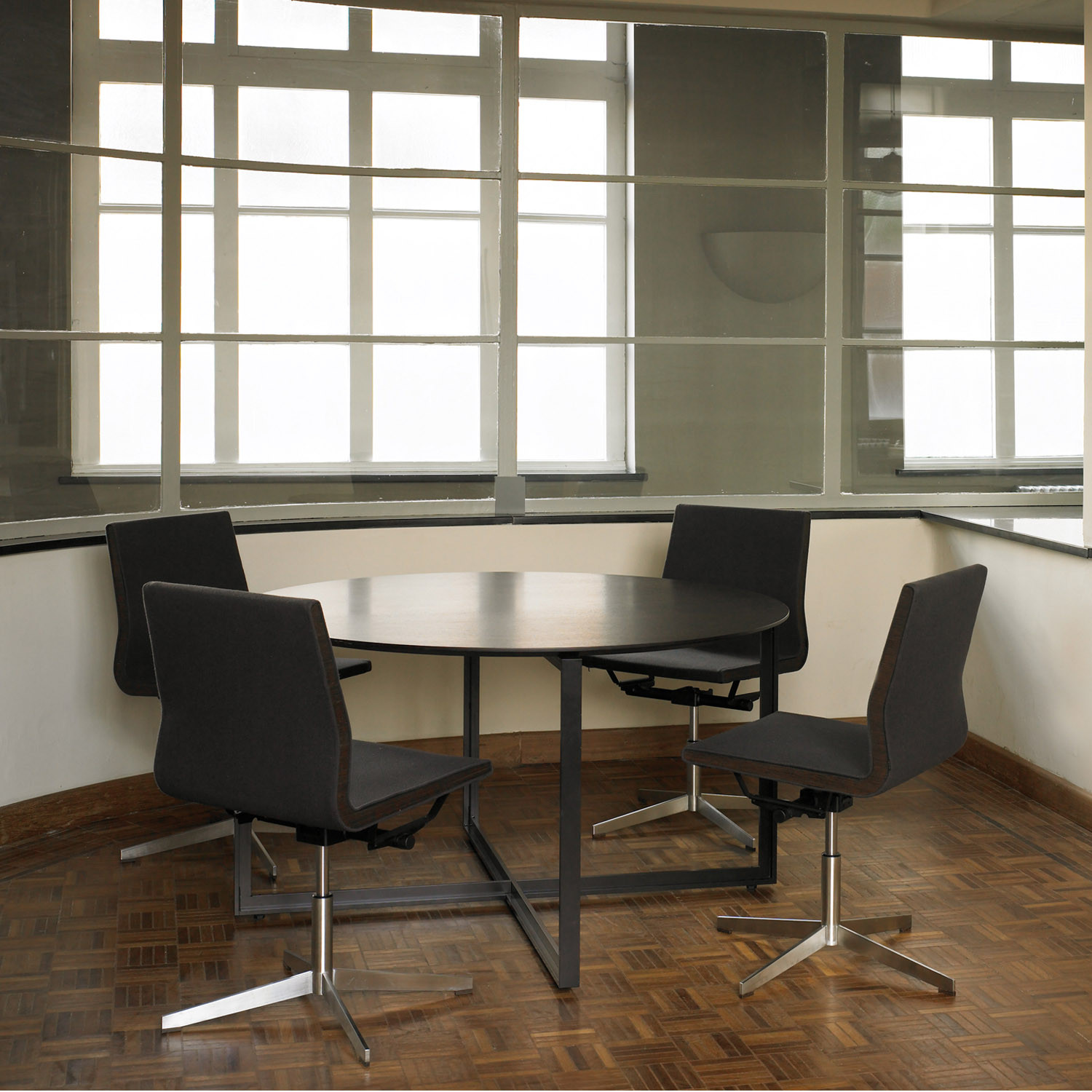 Bulo DESK Round Meeting Table
