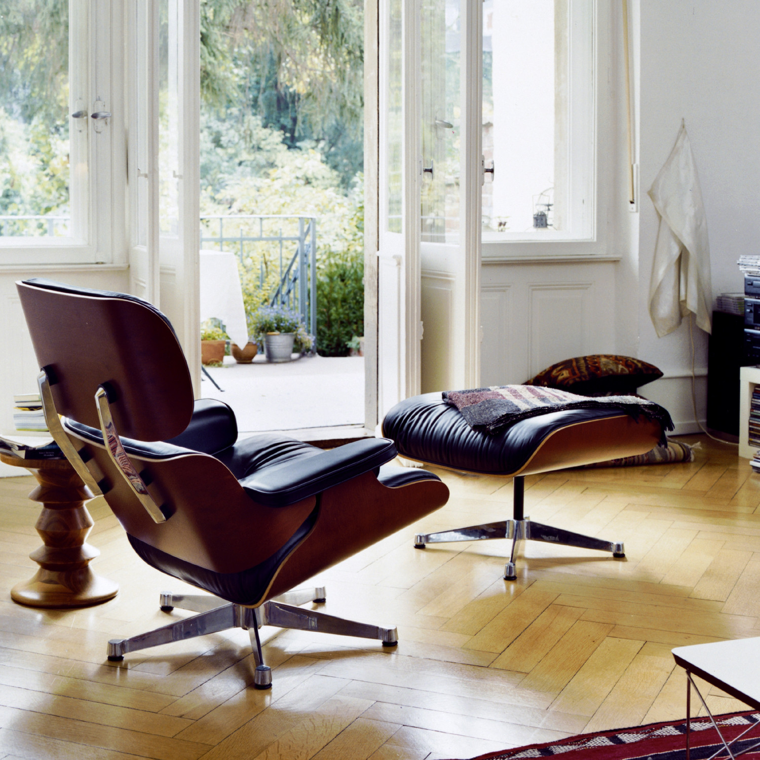 Eames lounge chair and ottoman vitra lounge chairs for Vitra chair nachbau