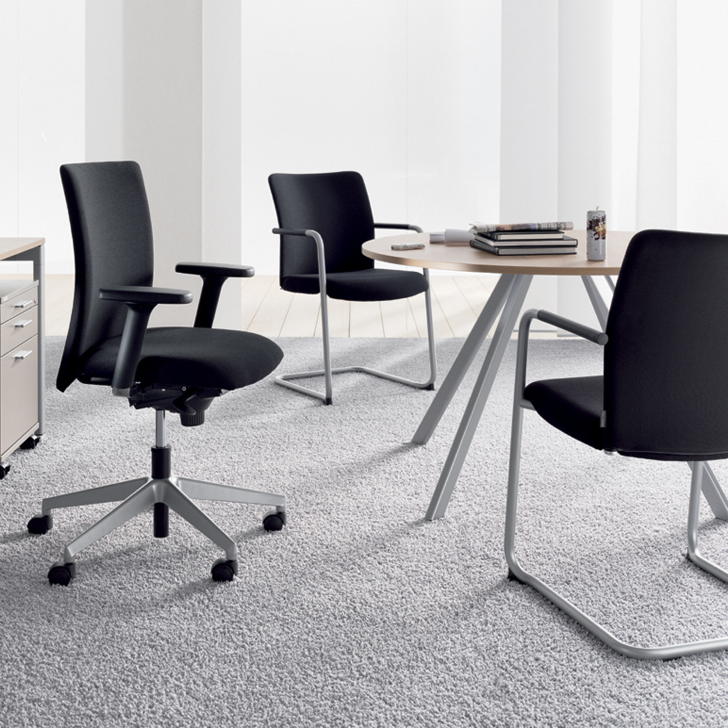 Paro_Business Cantilever and Swivel Chairs