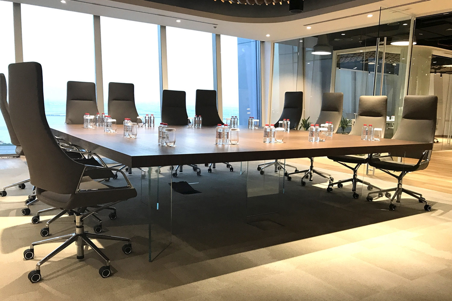 Kyo Float Meeting Table