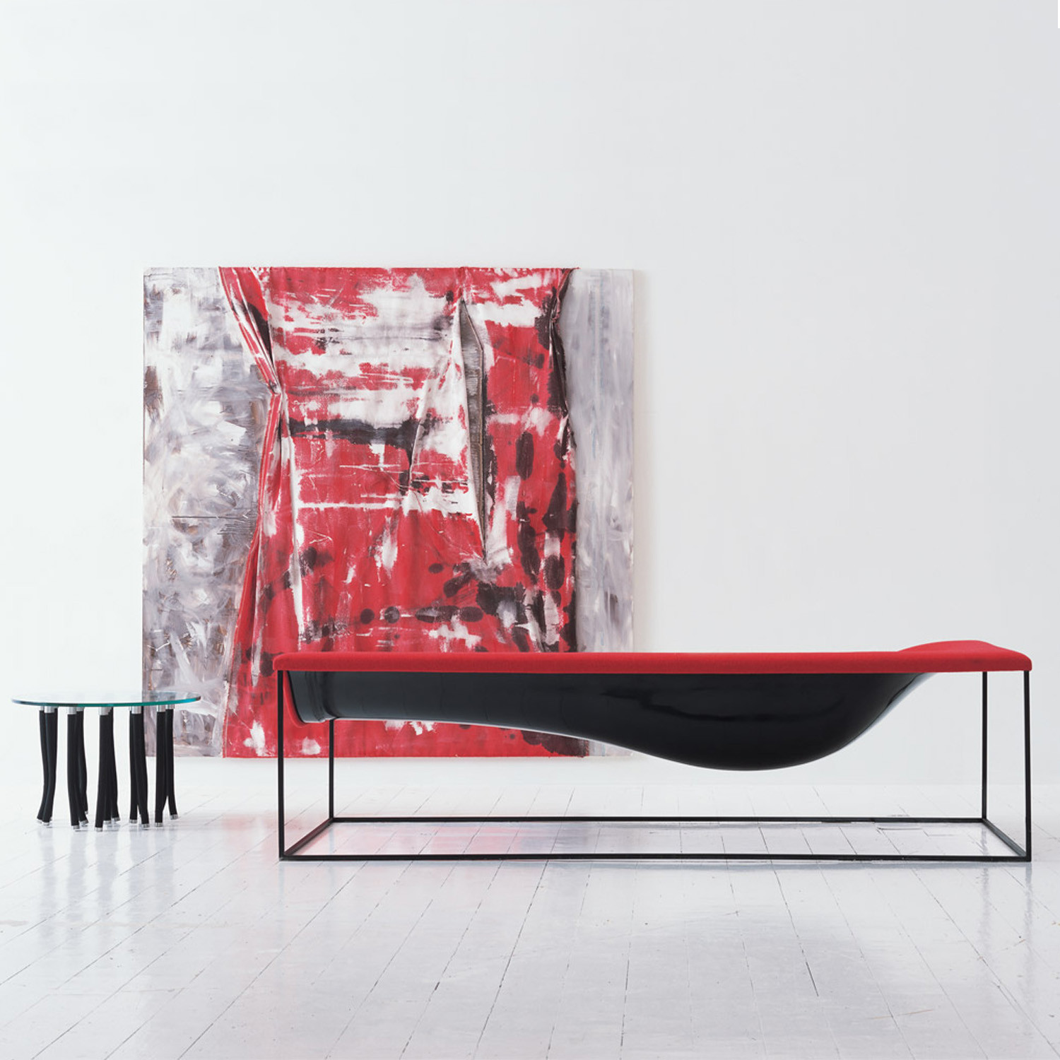 Outline Chaise Longue