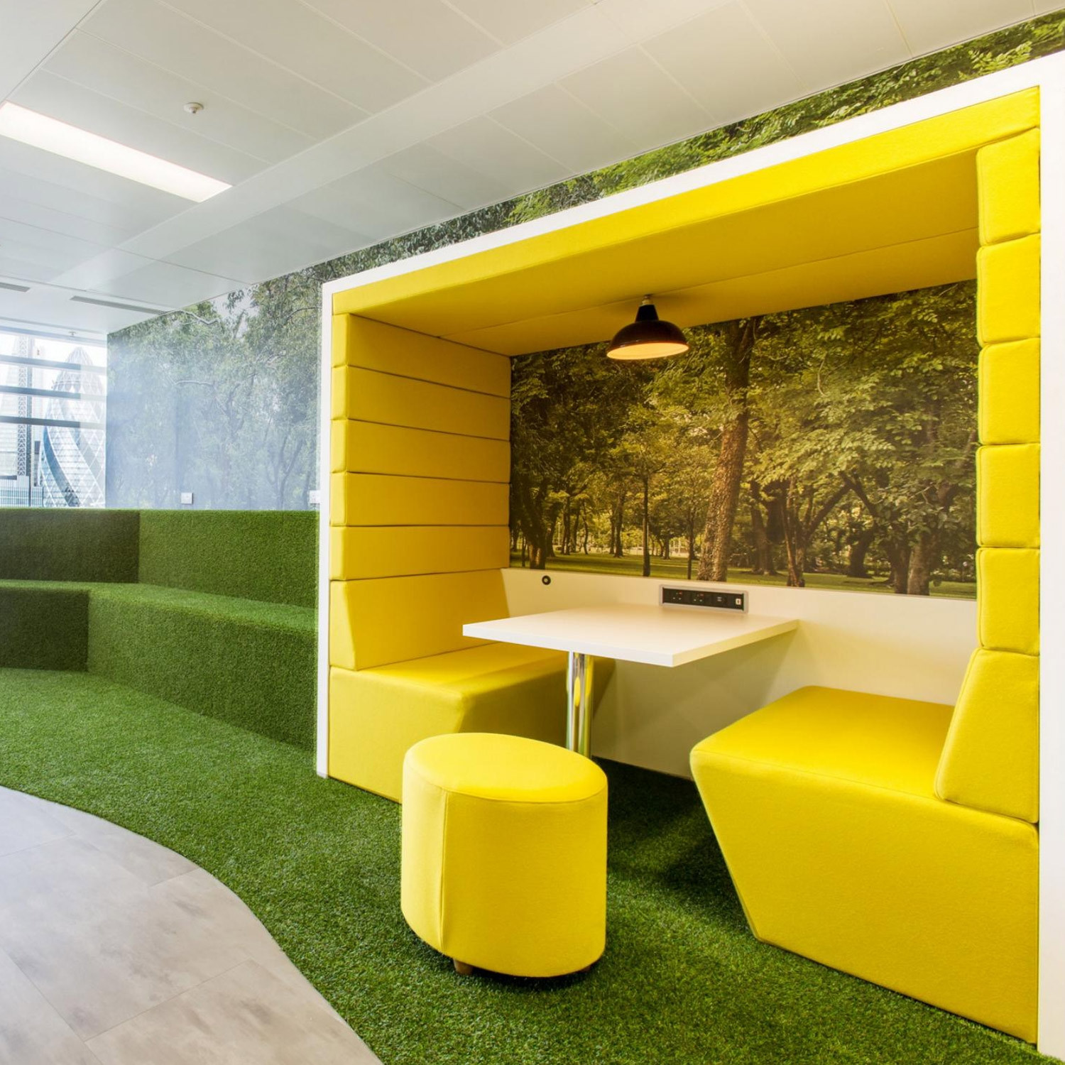 Charmant Railway Carriage Office Meeting Pods