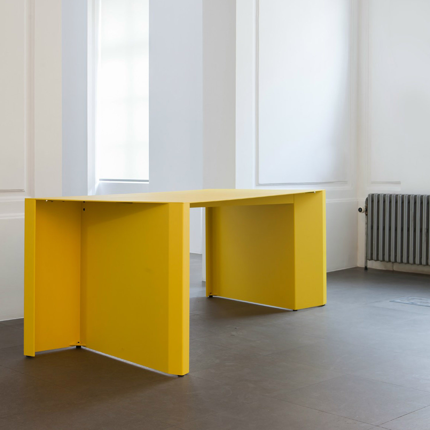 Bataille ibens Z-Table from Bulo