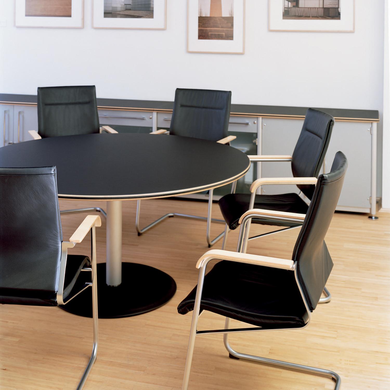632 Range Meeting Table - black tabletop