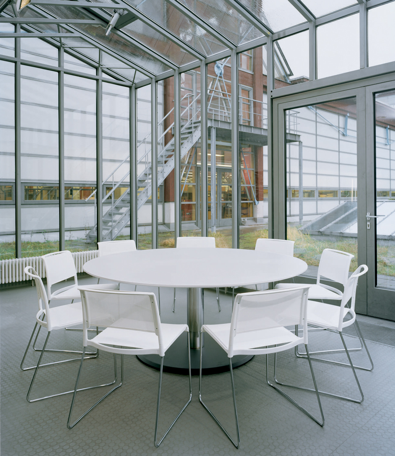 632 Breakout Table - white tabletop