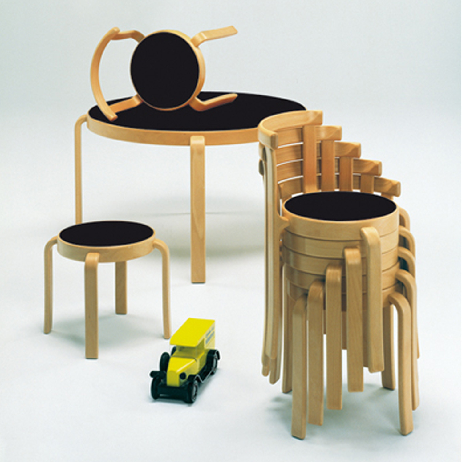 8000 Series Table Stackable