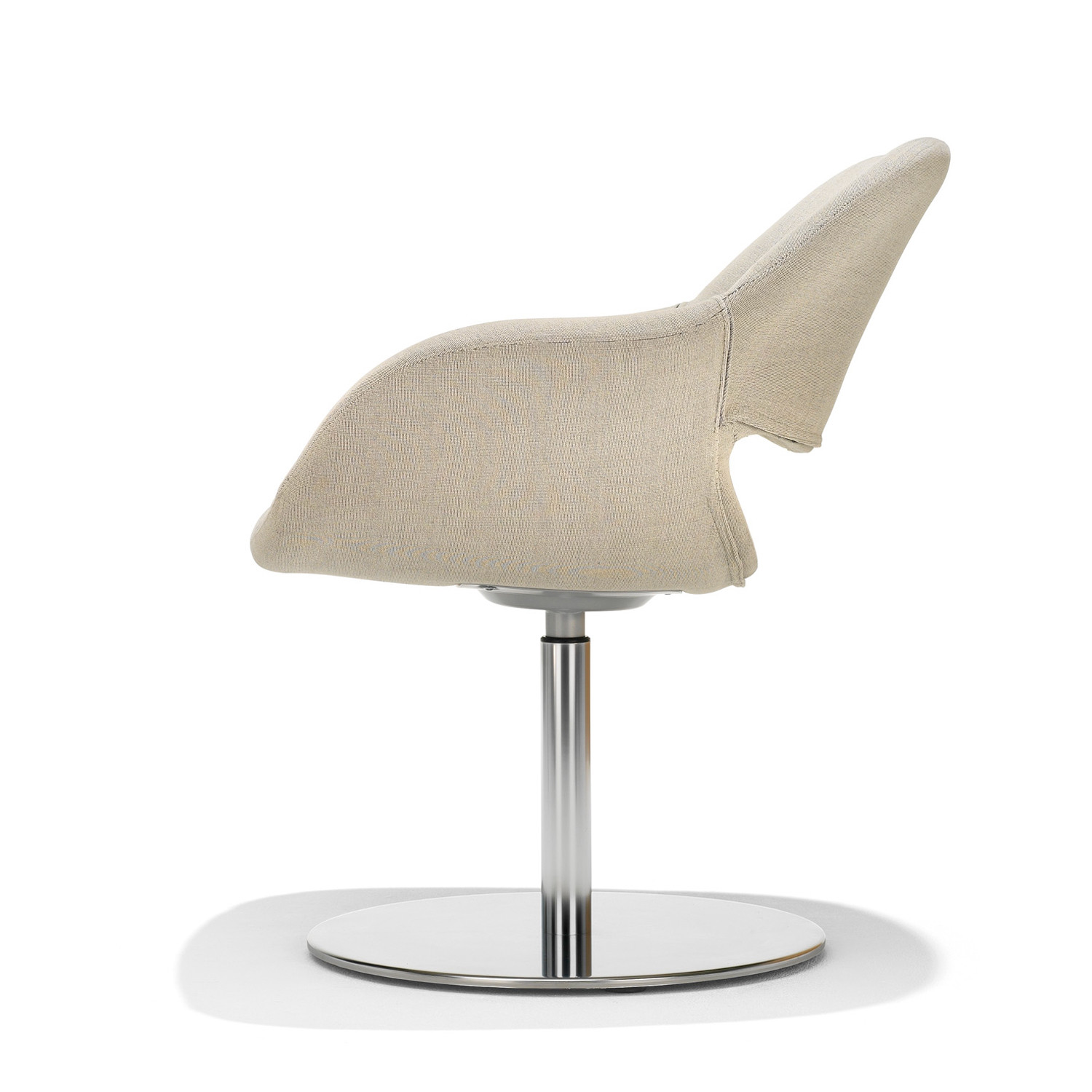 8200 Volpe Armchair side detail