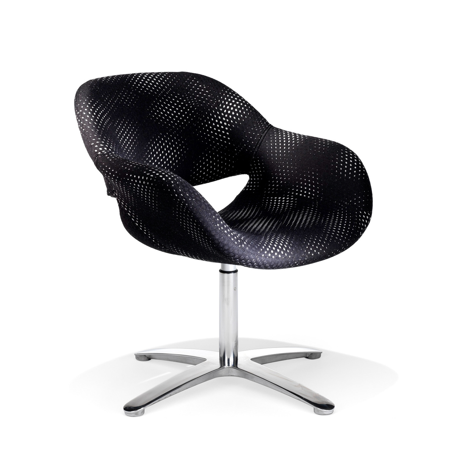 8200 Volpe Armchair with aluminium cross base