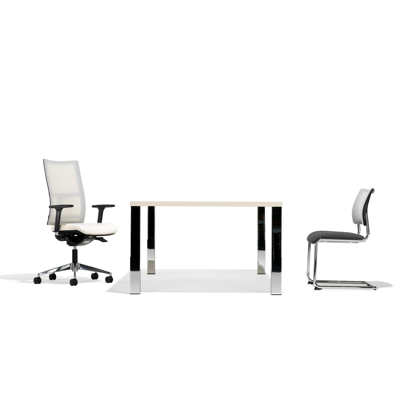 8950 Management Desk