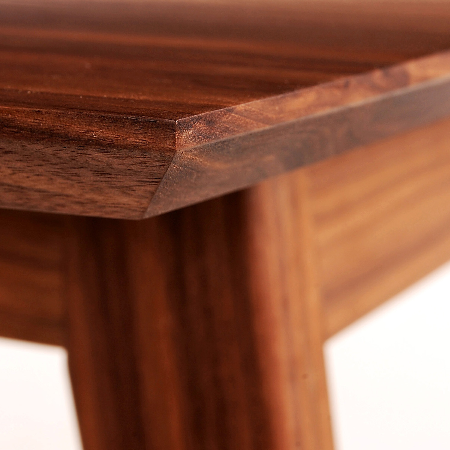 Acorn Dining Table Detail View