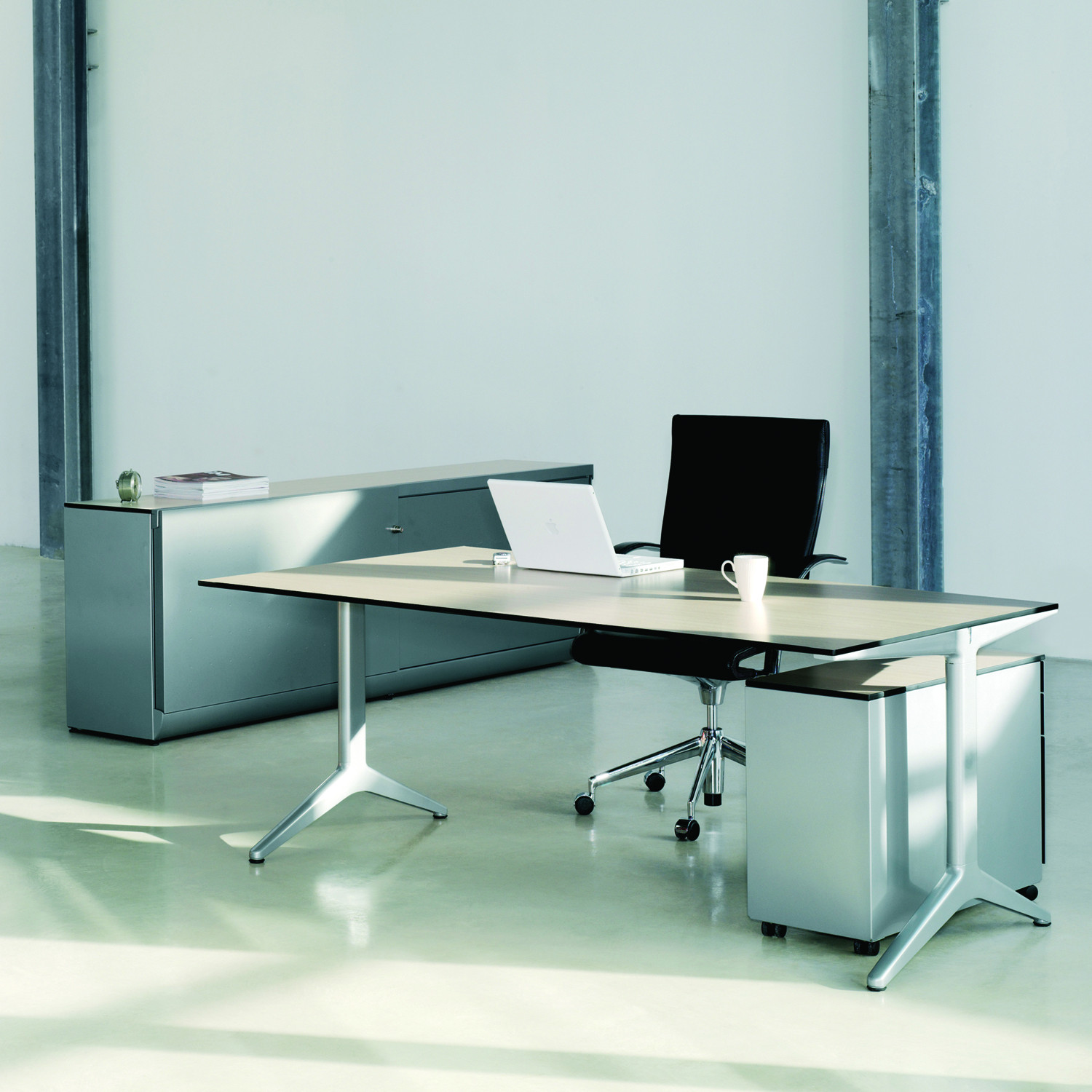 Ahrend 22 Office Tables