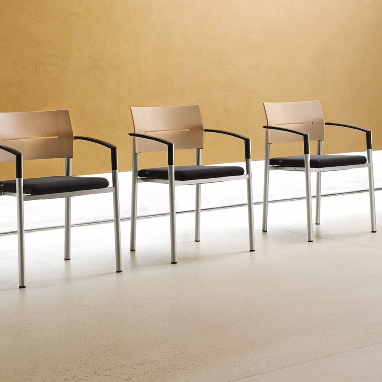 Aluform_3 Chair Waiting Area