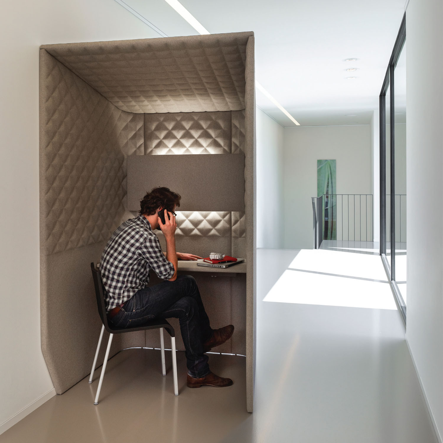 BuzziBooth Private Workstation Space
