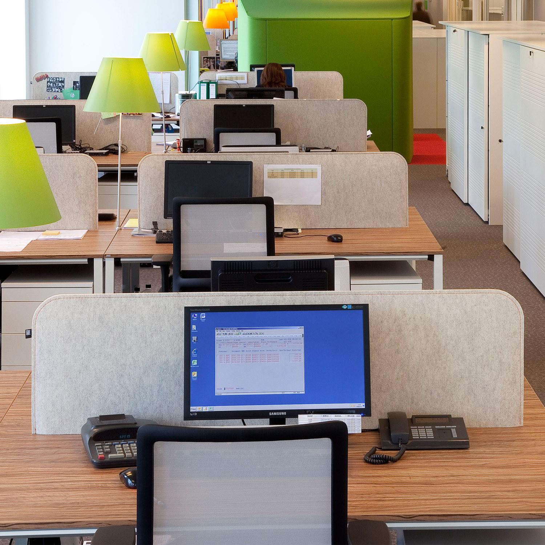 BuzziDesk Office Screen by BuzziSpace