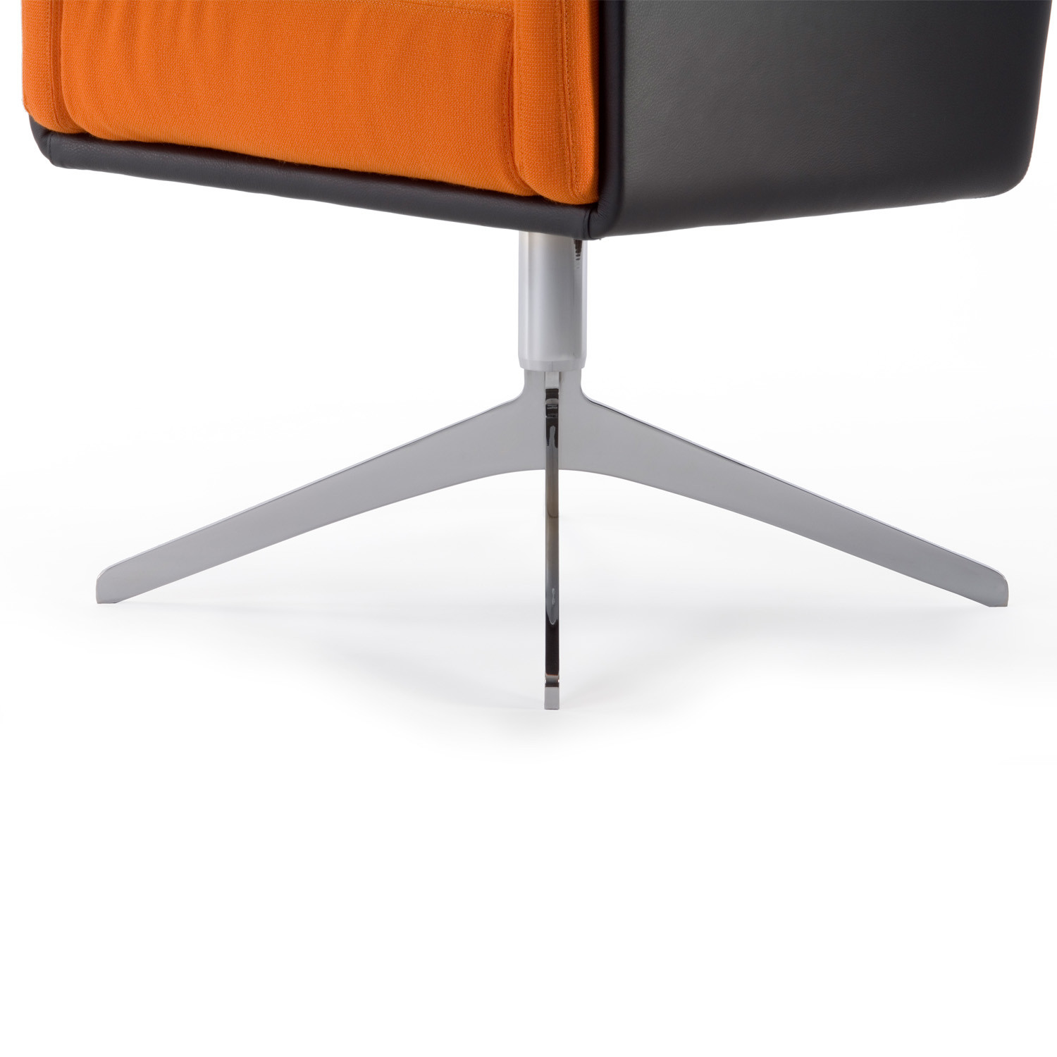 Coco Armchair 4-star base detail