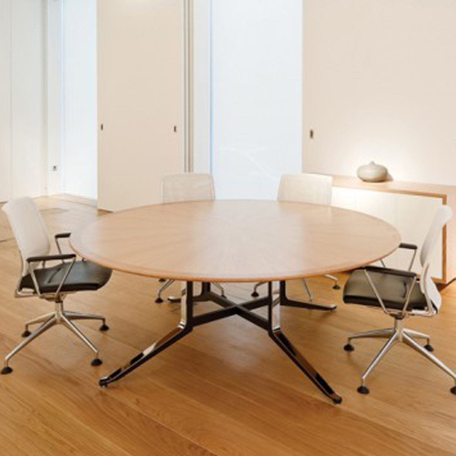 Corsair Round Meeting Table