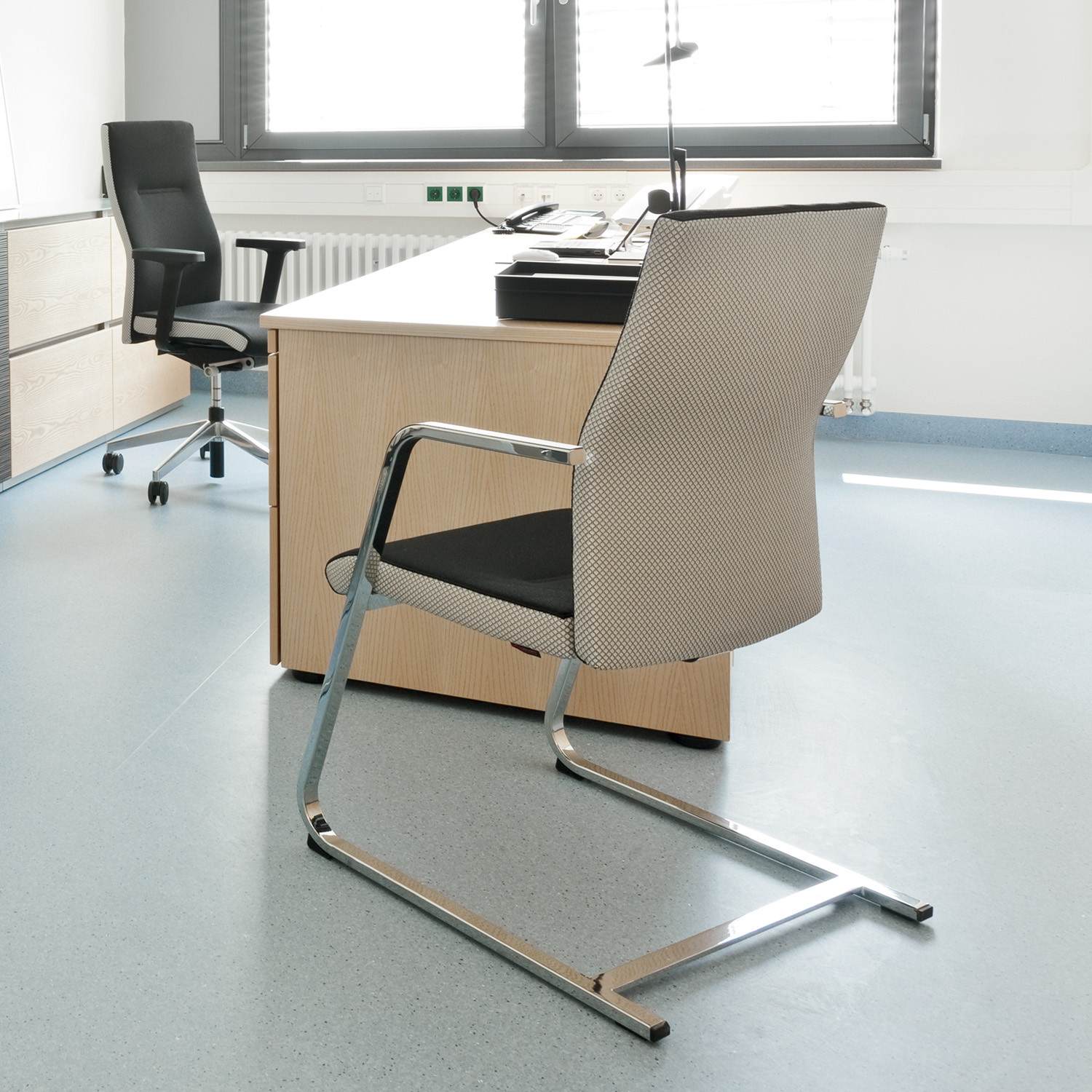 CuboFLEX Cantilever Chair by Zuco
