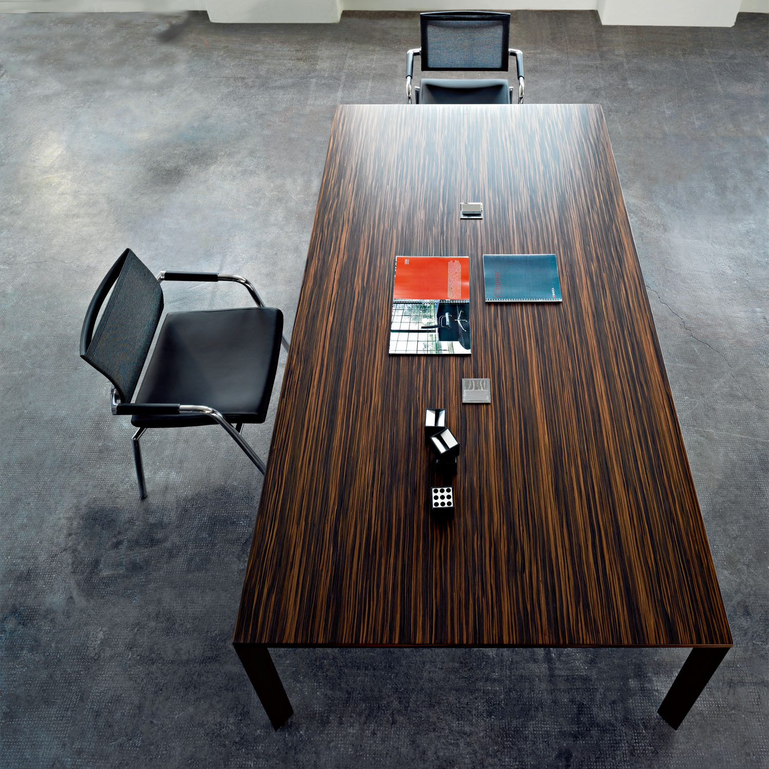 Sinetica Diamond Meeting Table