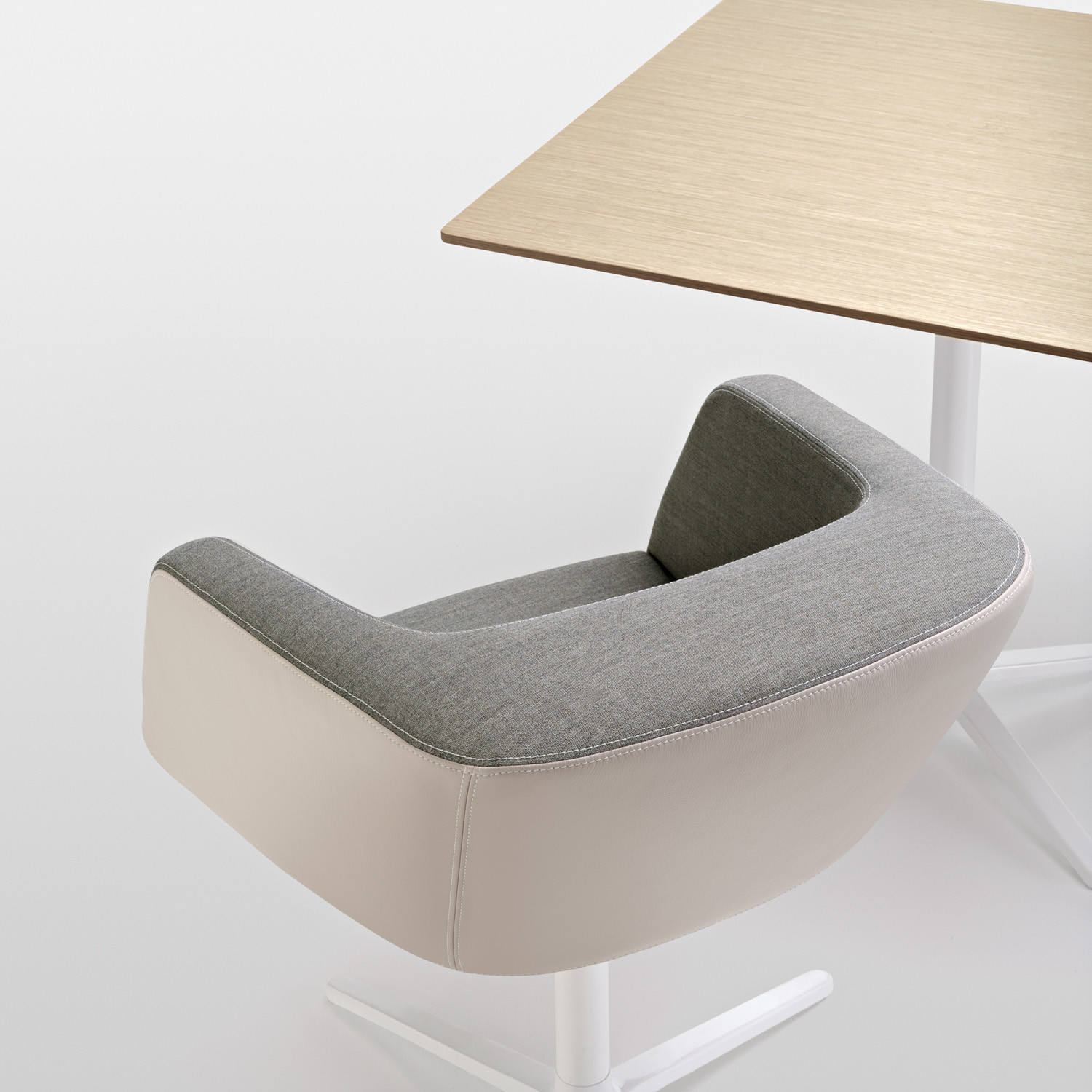 Dininho Reception Armchair