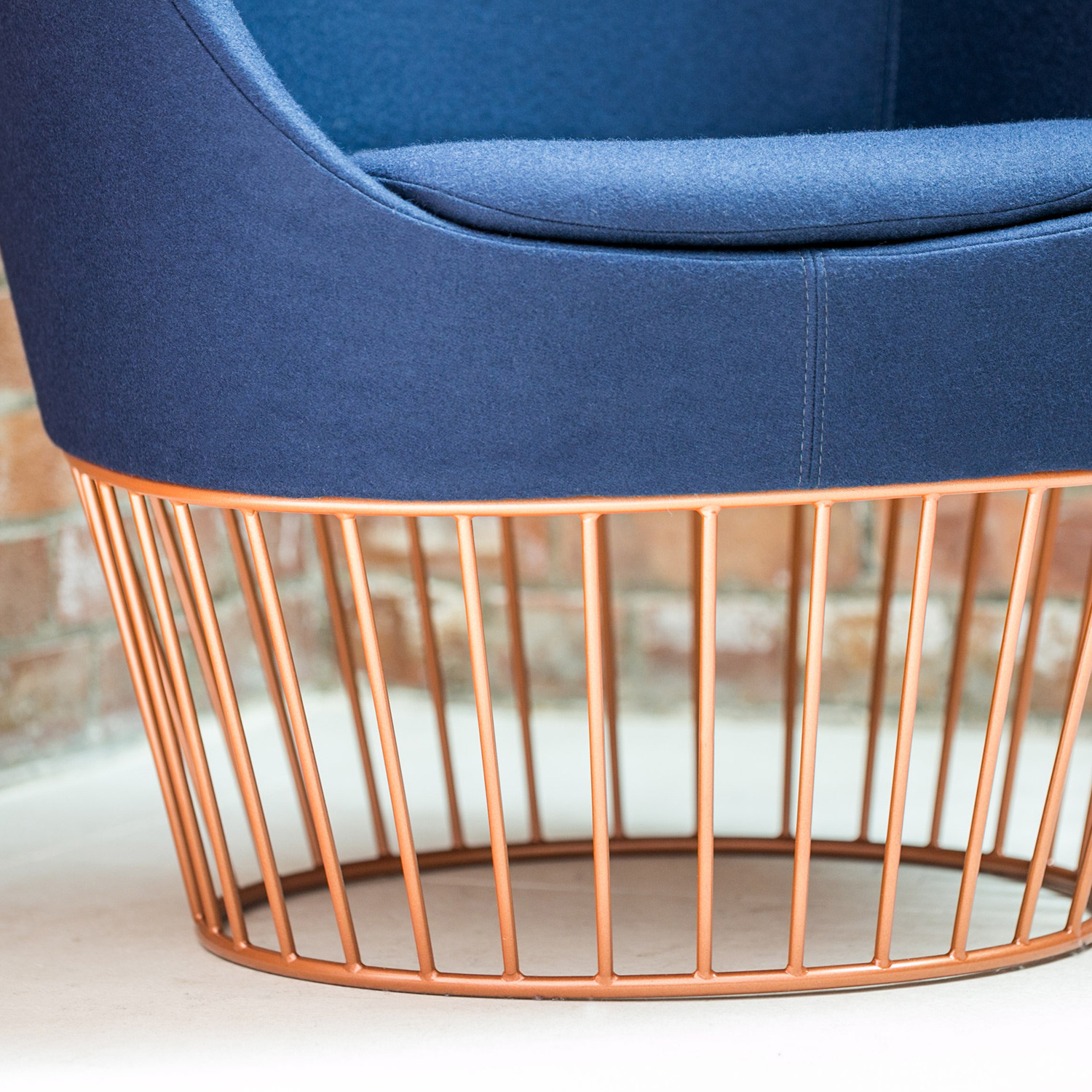 Dixi Club Armchair Cage Base