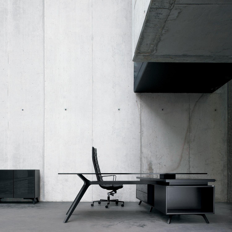 DR Executive Desk designed by Claudio Bellini