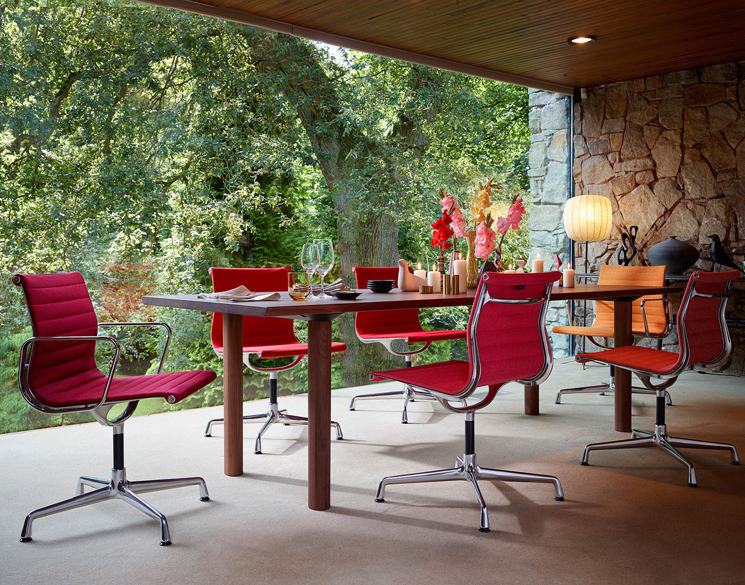 Eames Aluminium Meeting Chairs from Vitra