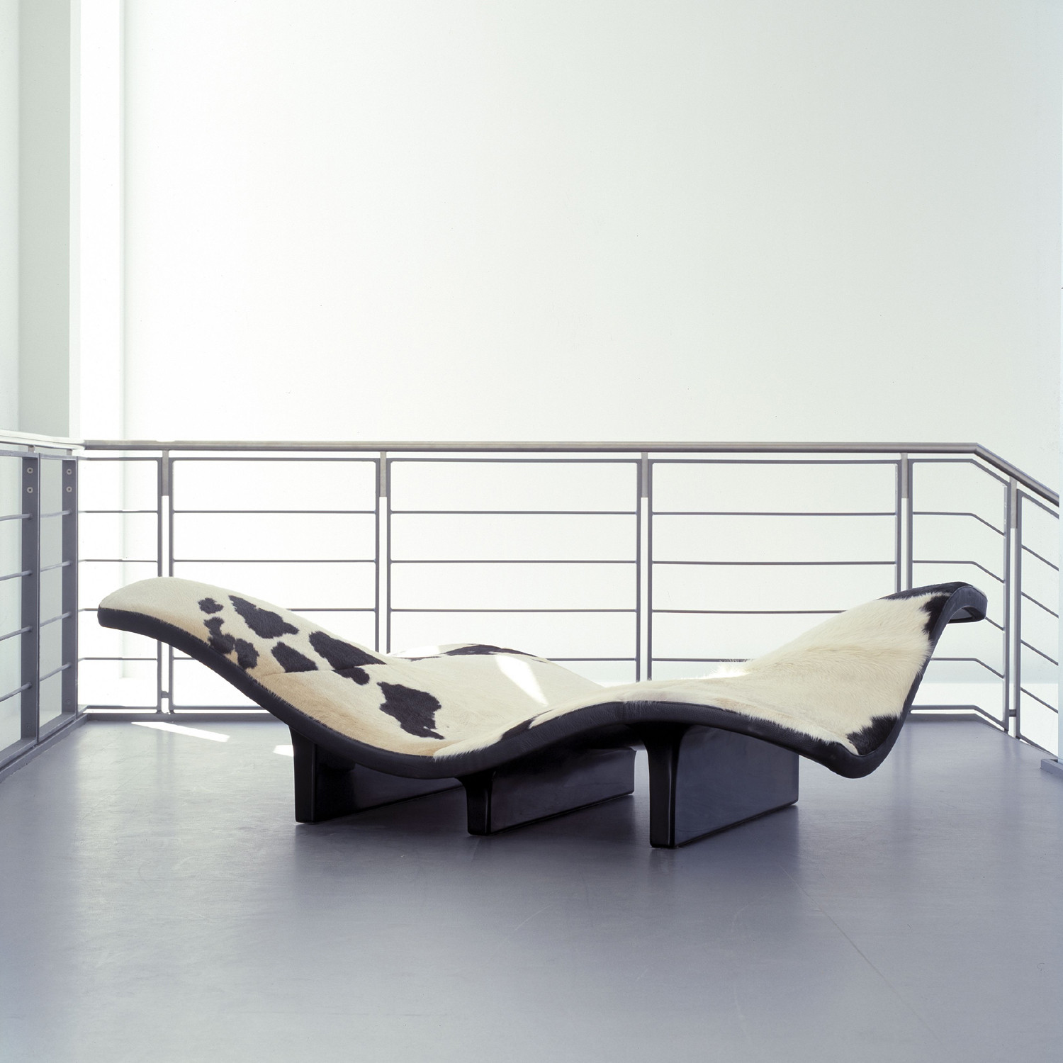 EJ 142 Waves Bench