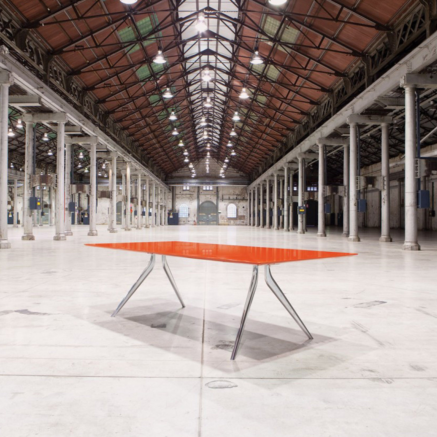 Eona Meeting Tables