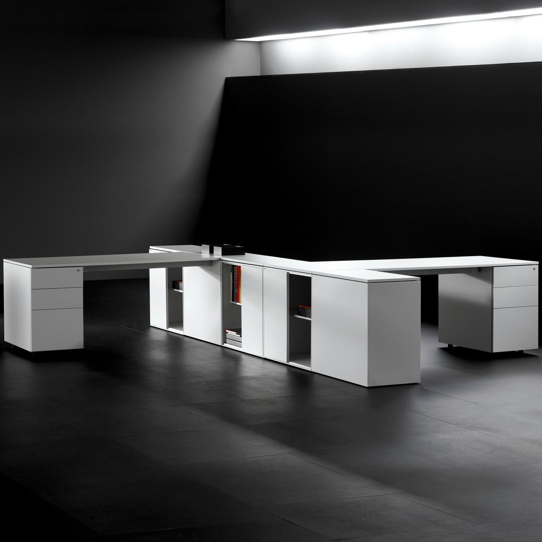 F25 Bench Desking