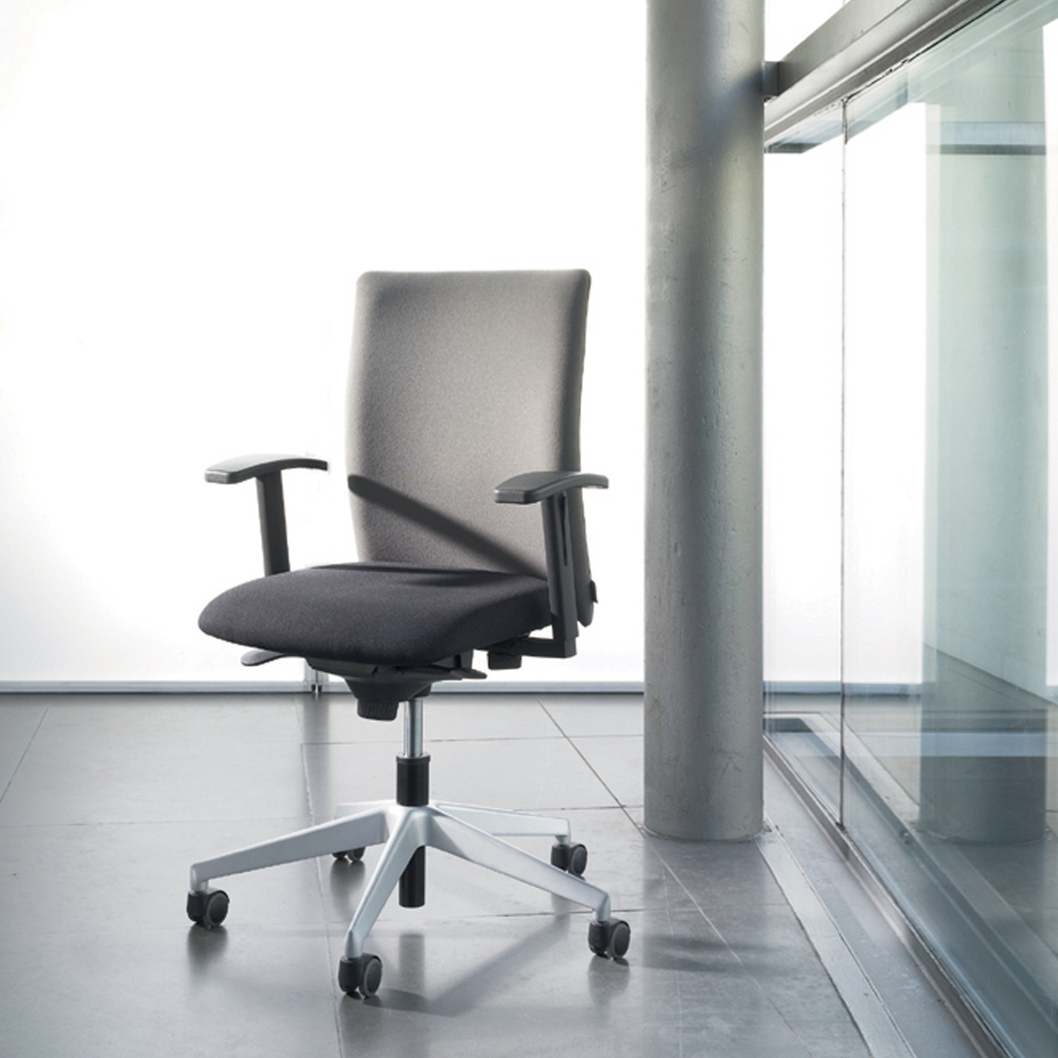 Paro Business Chair by Wiesner Hager