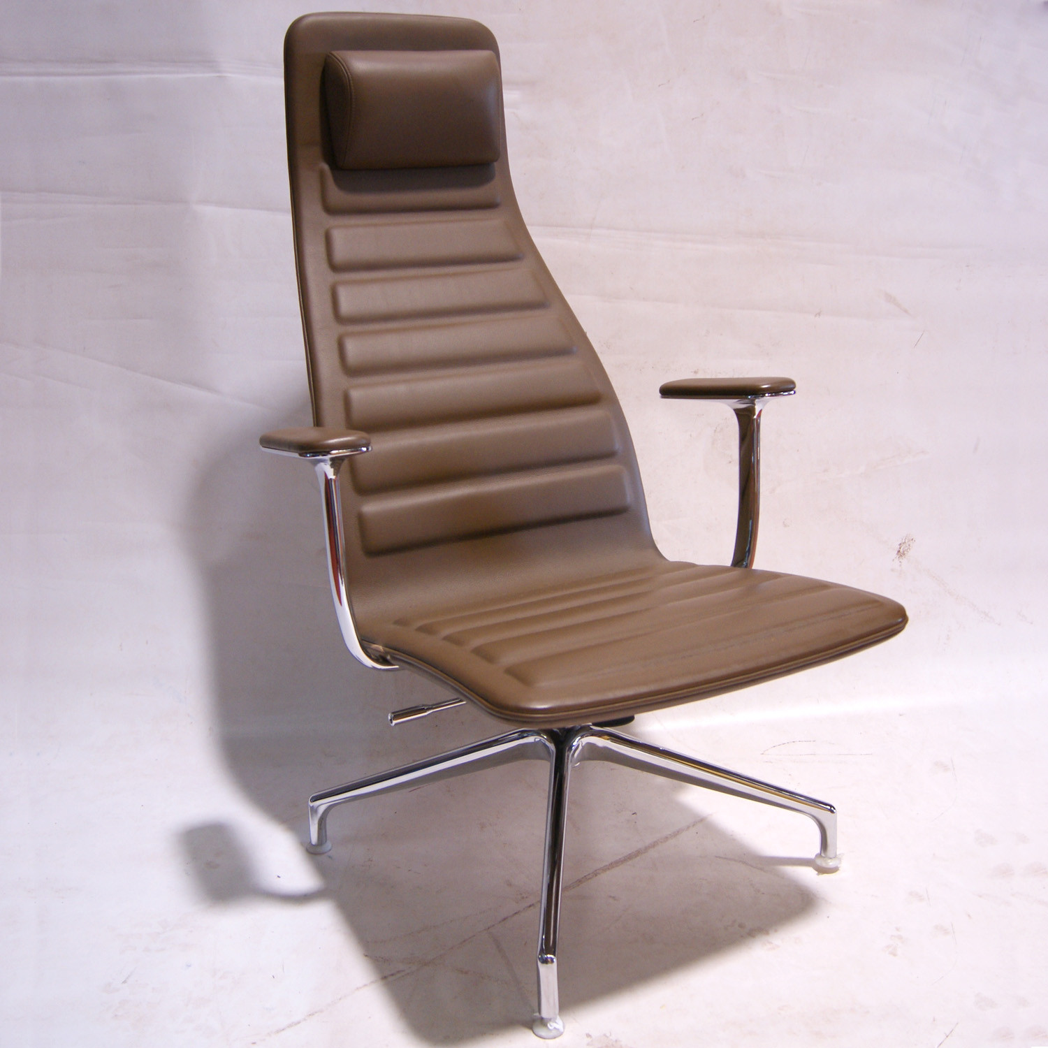 Lotus Attesa Task Chair
