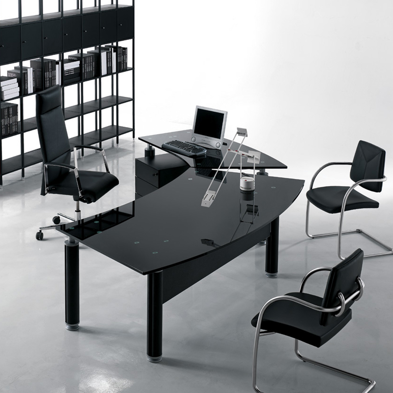 Forma Kristall Desk With Black Blass