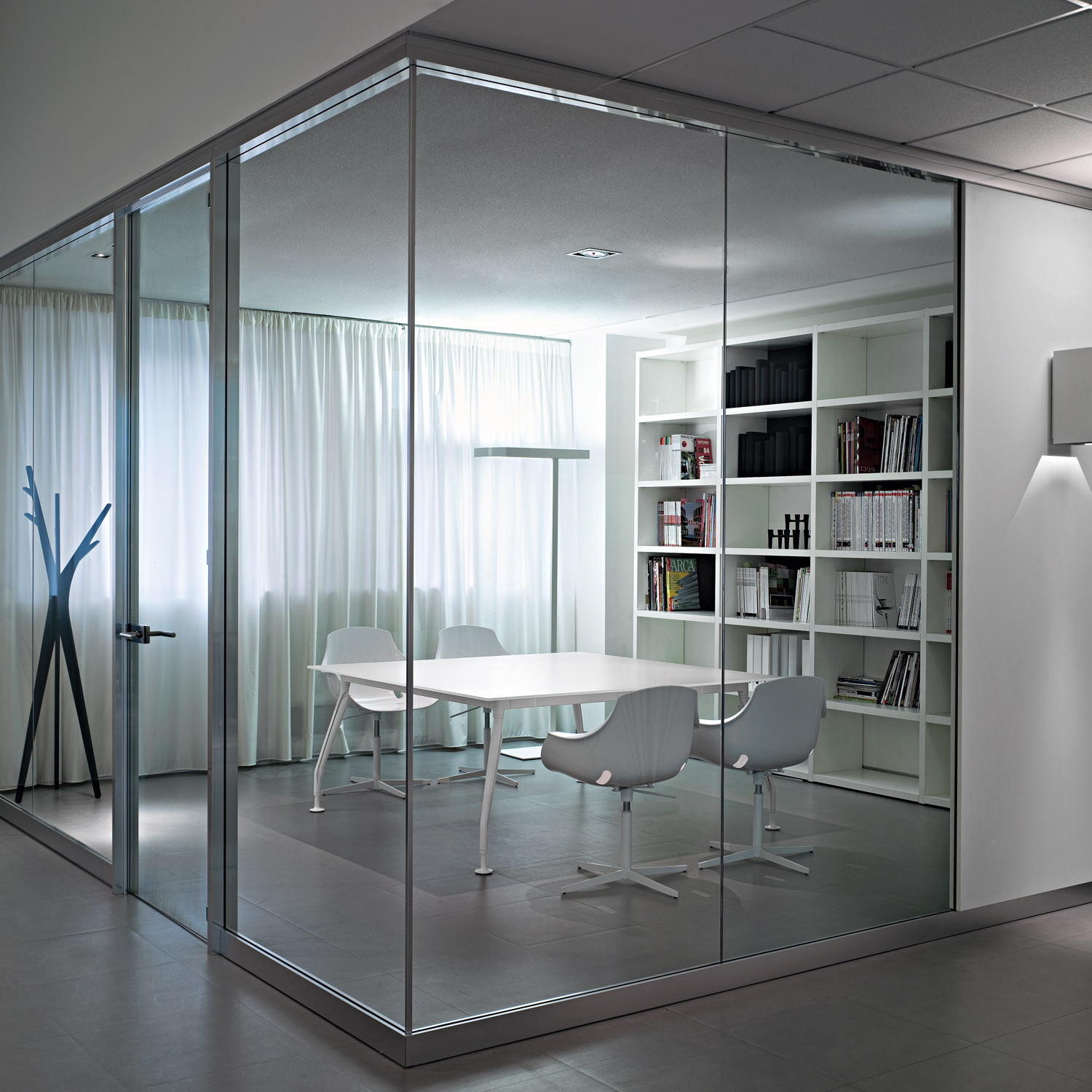 Glamour Meeting Room Tables