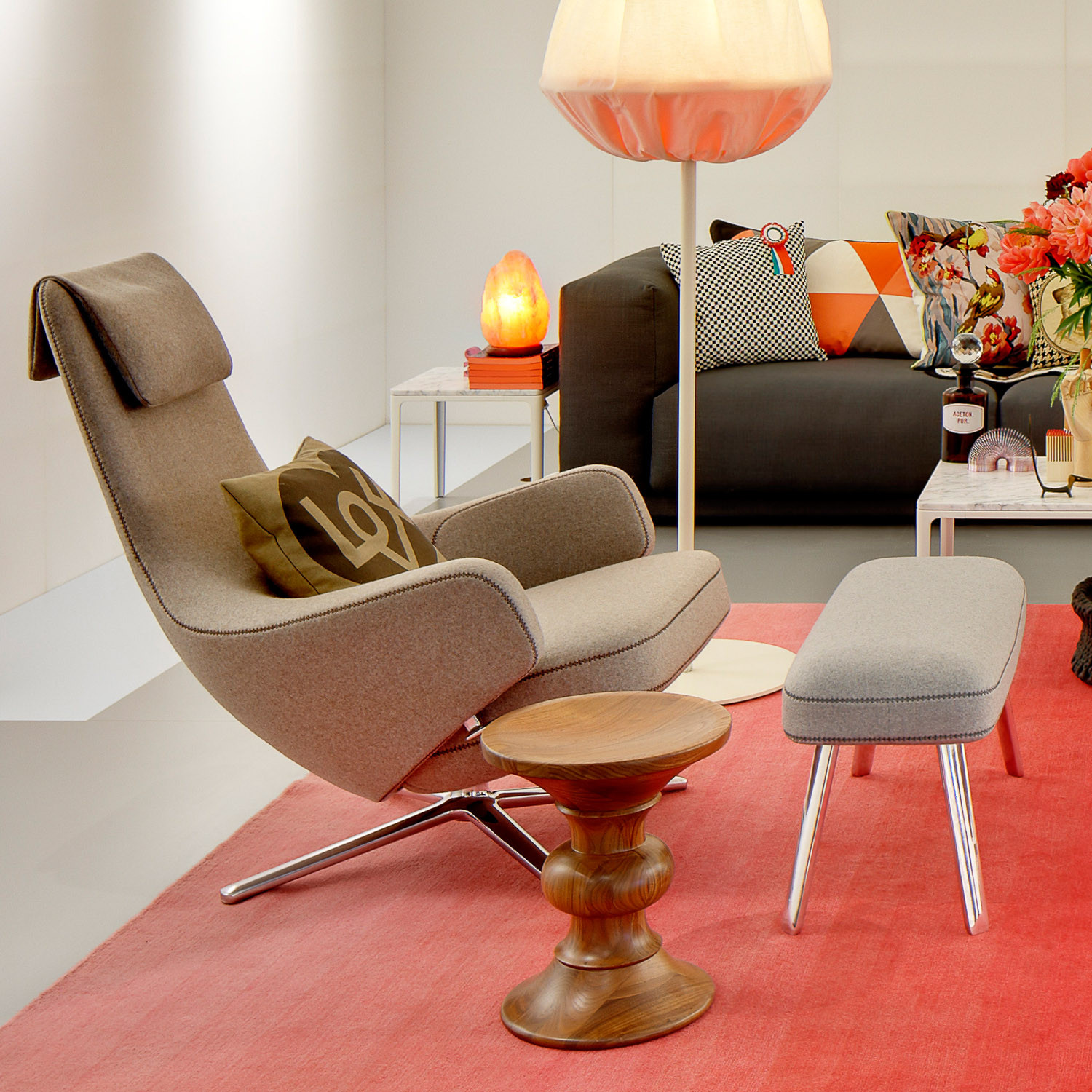 Grand Repos Lounge Chair and Foot Stool