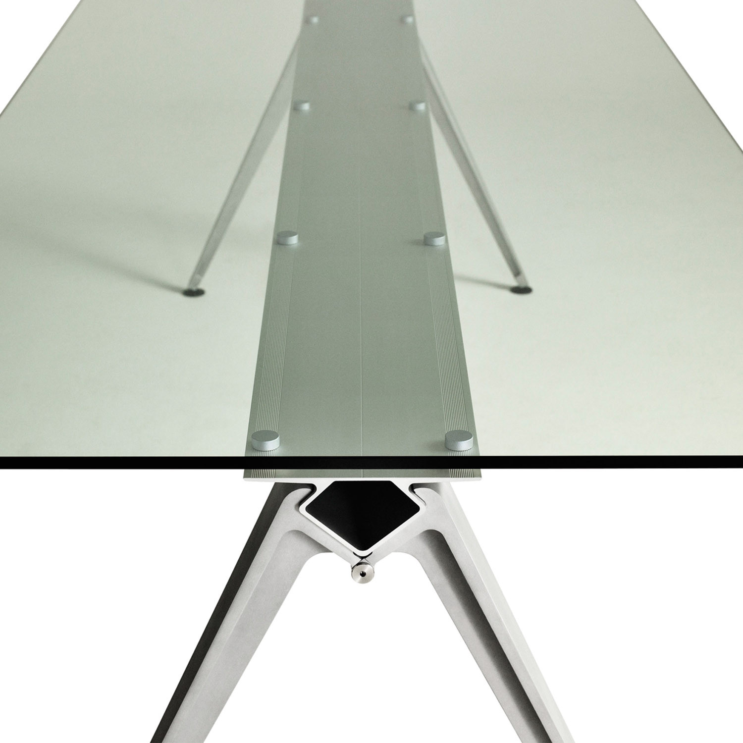 Grip Glass Table