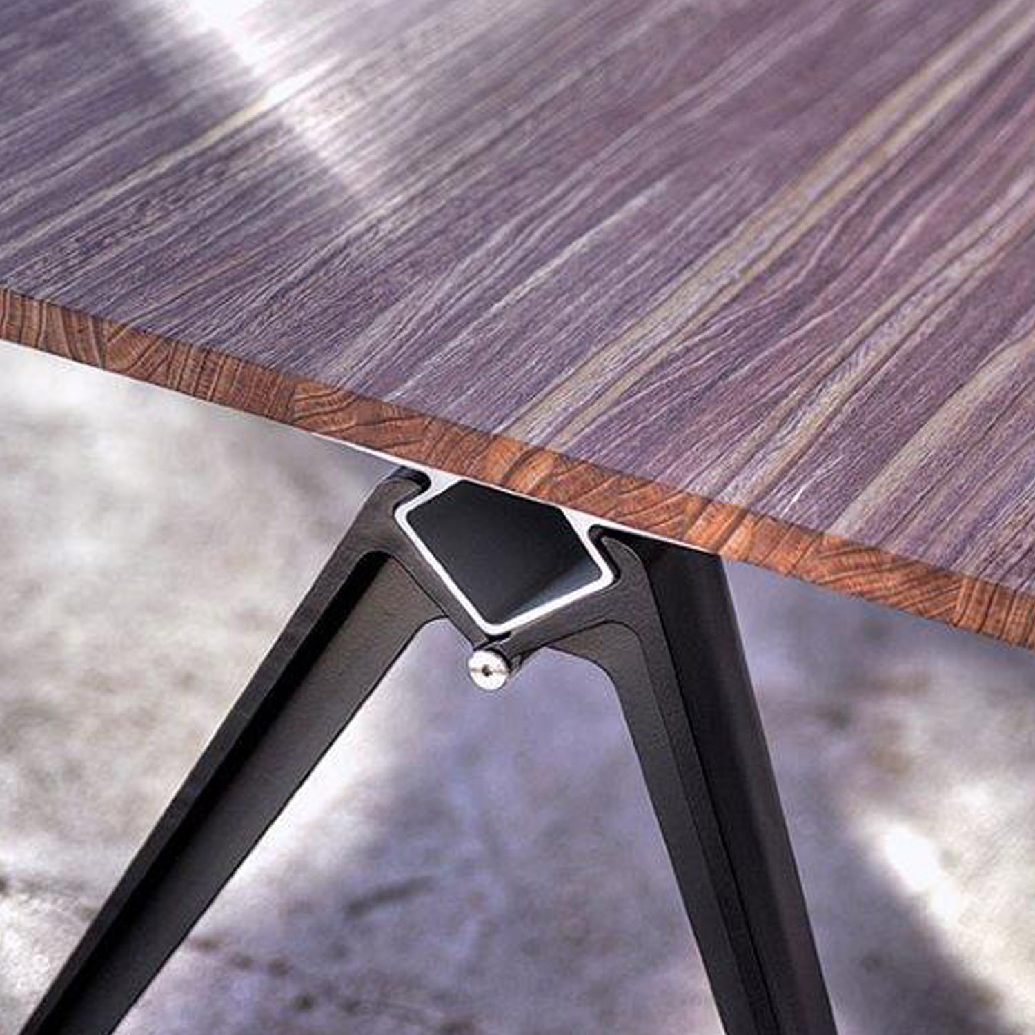Grip Wood Table