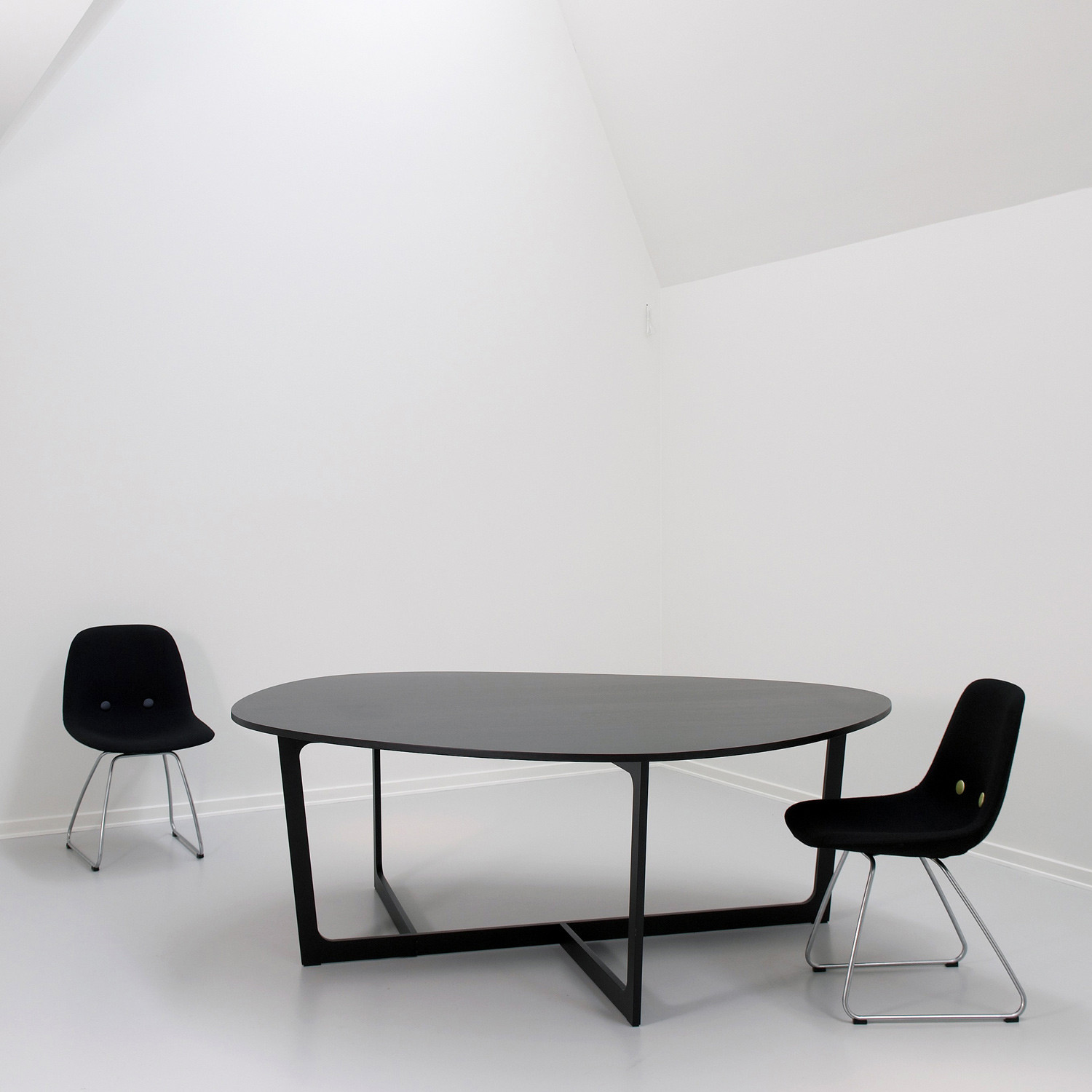 Insula Meeting Table