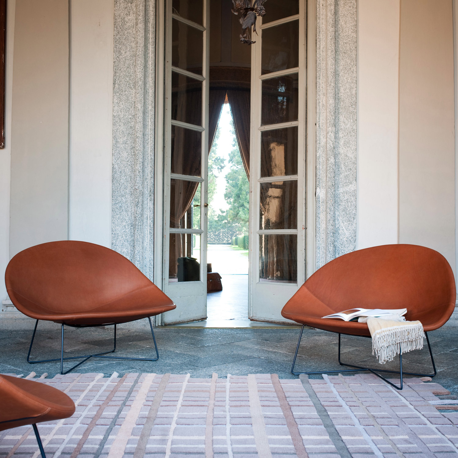 Isola Armchair in Leather