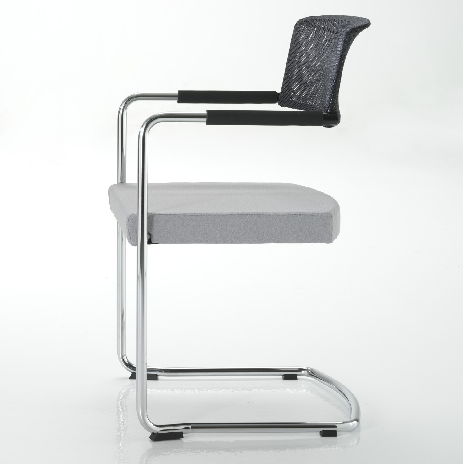 La Mesh Meeting Chair features a simple profile