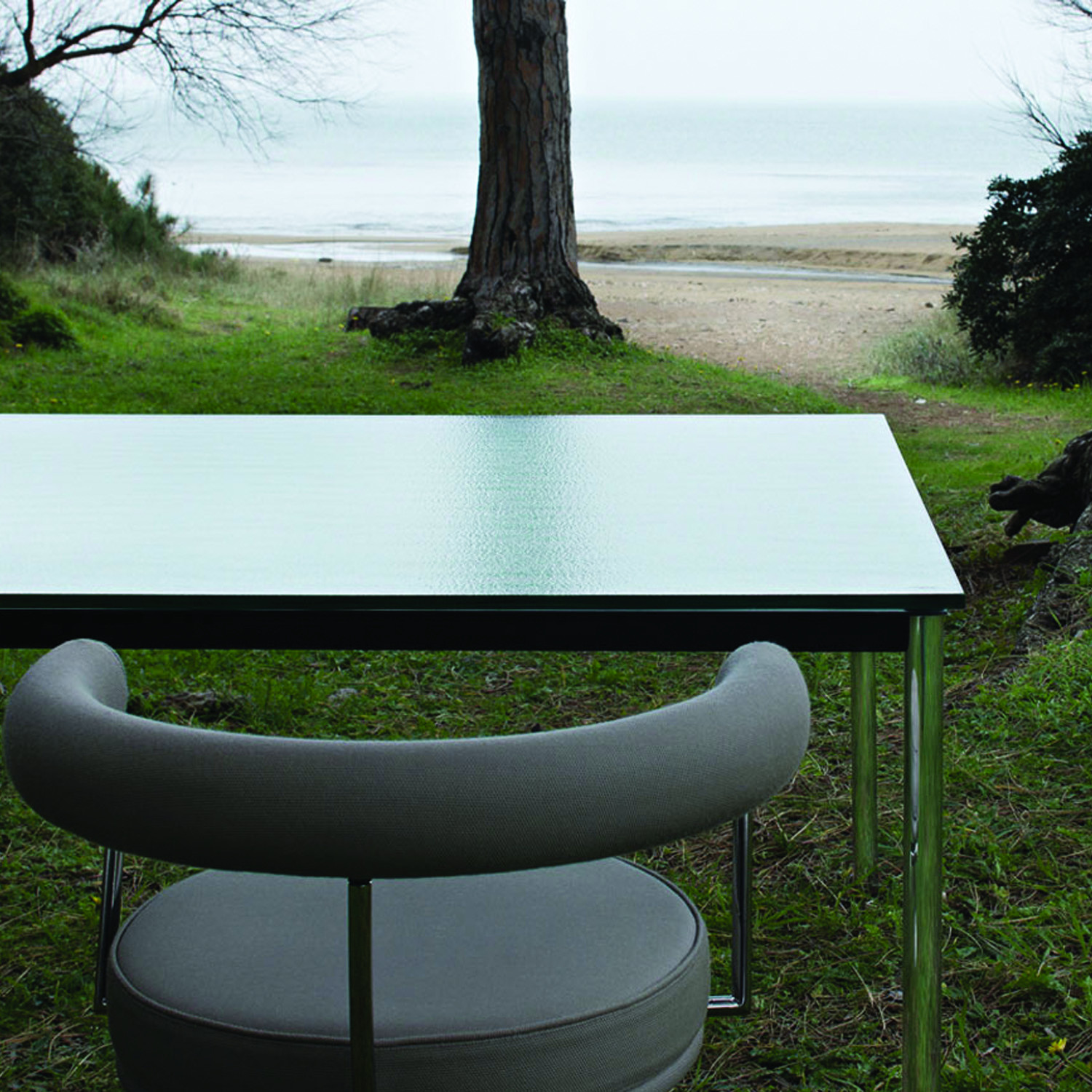 LC10 - P Outdoor Table outside