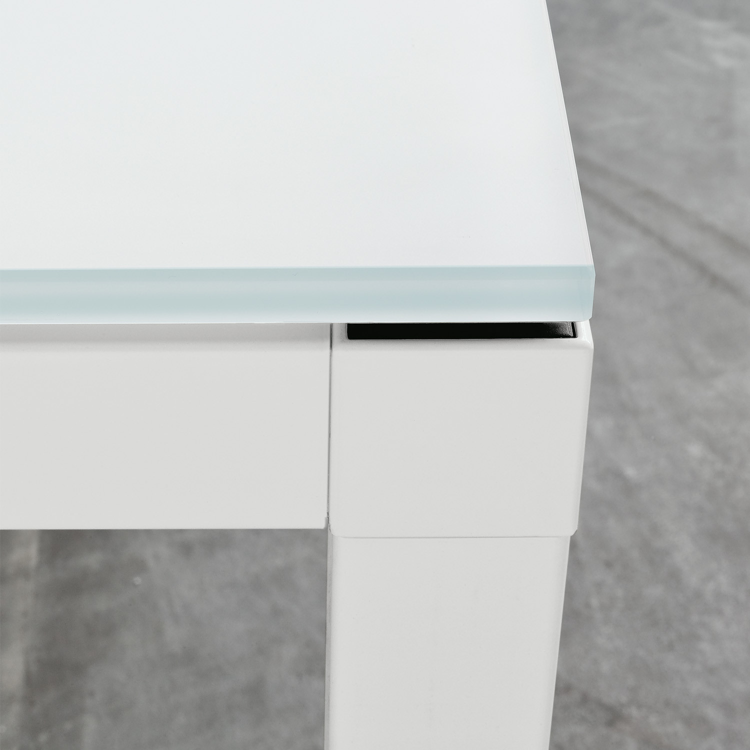 Link Executive Desk - desktop detail