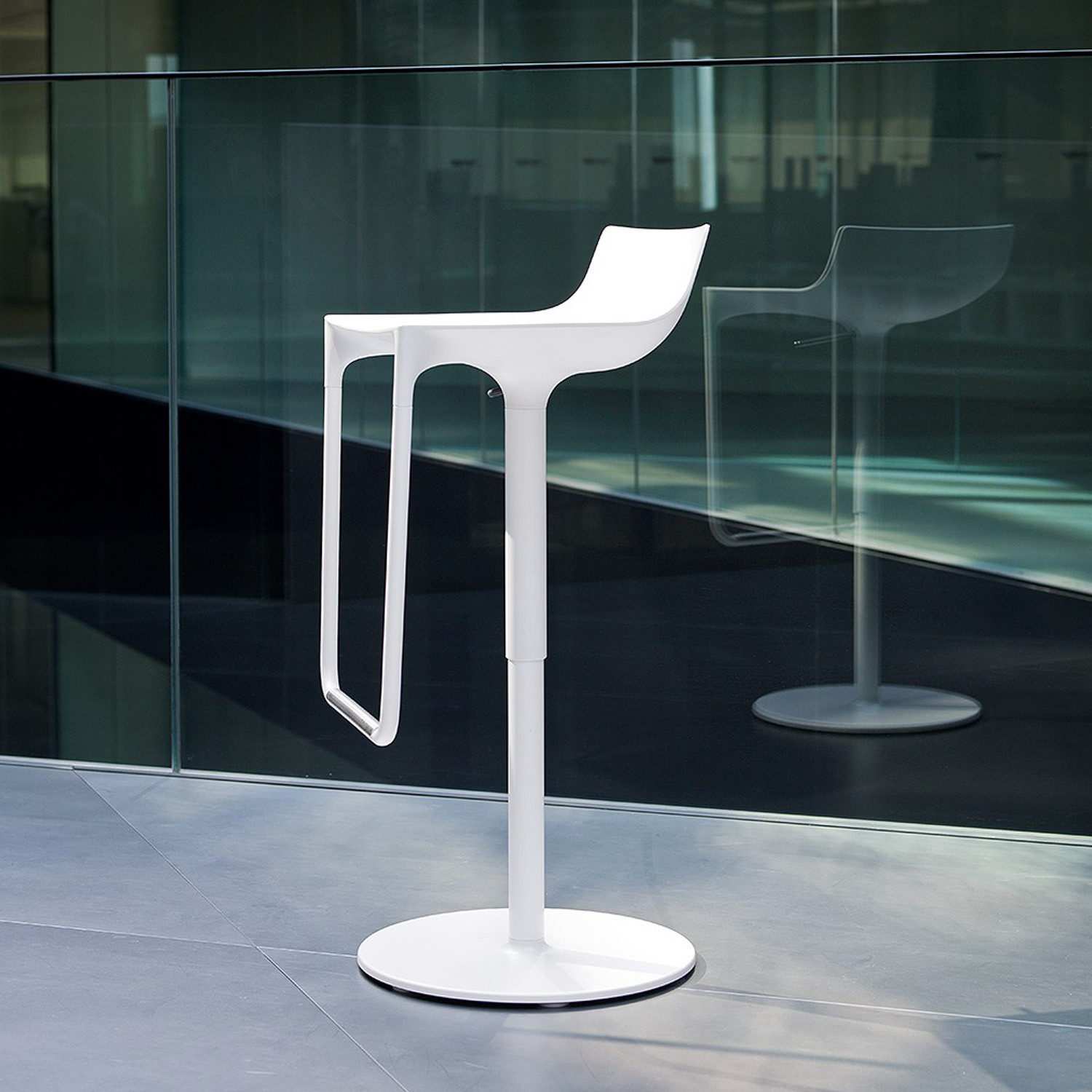 Macao Breakout Bar Stool White