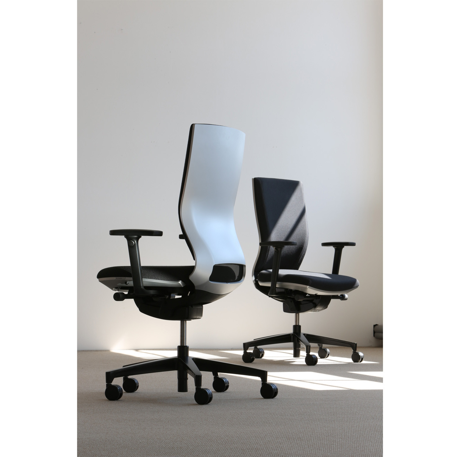 Moteo Executive Swivel Chairs by Klober