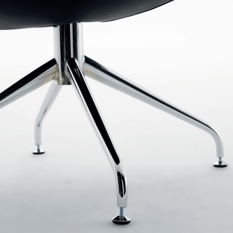 Mya Chair 4-Star base detail