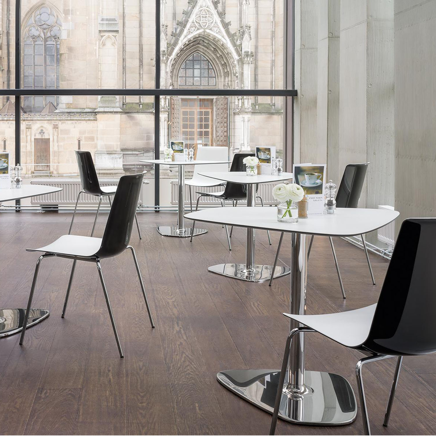 Nooi Cafe Seating by Wiesner Hager