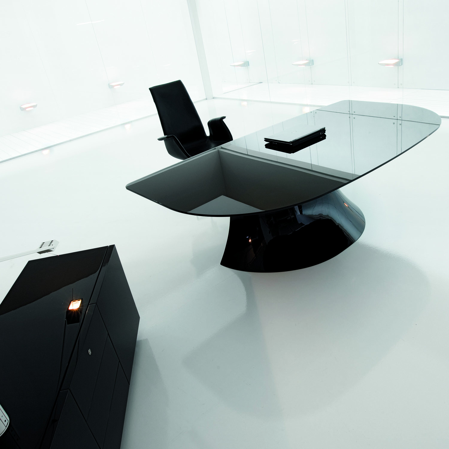 Ola Executive Desk with Black Lacquered Finish