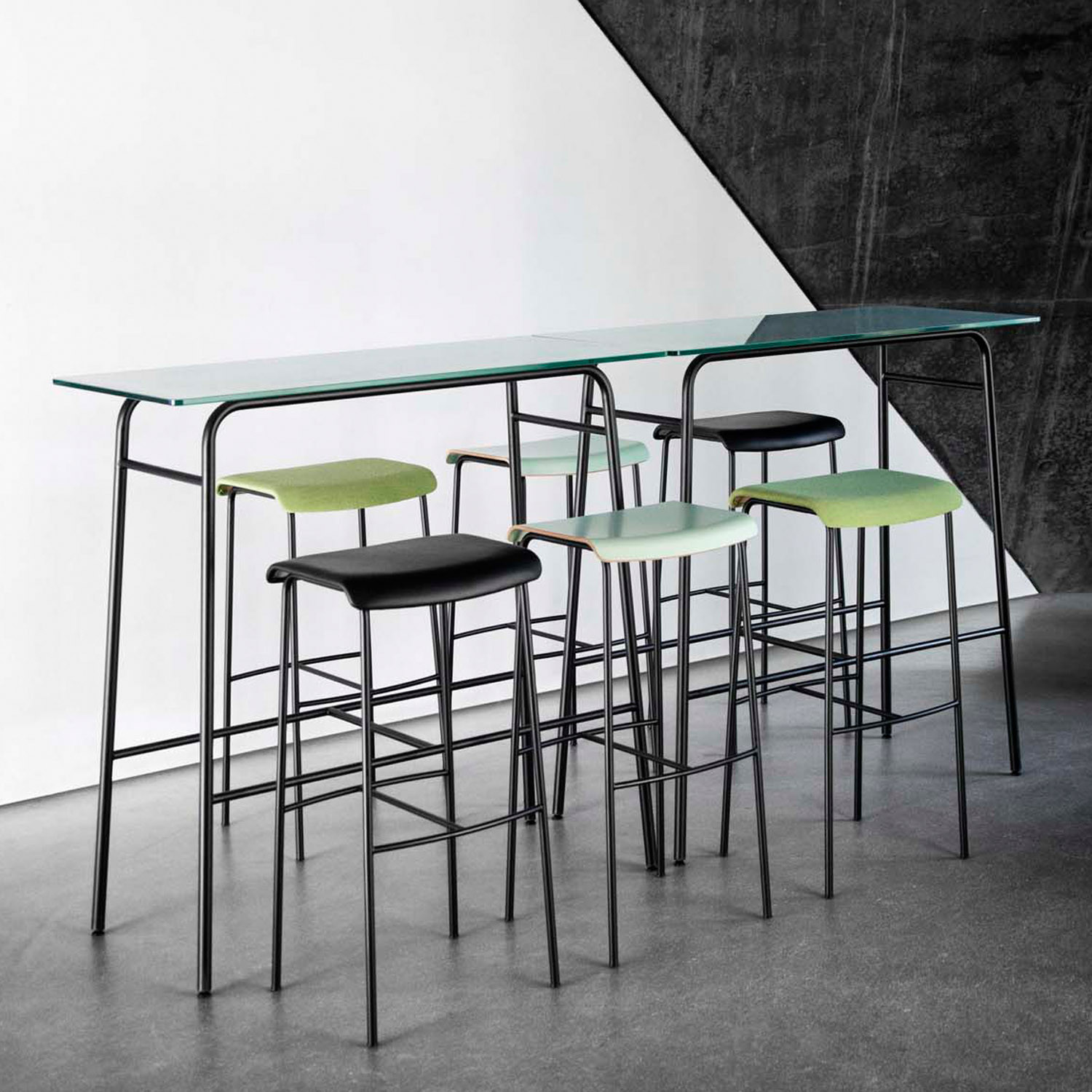 Pause Bar Stools & Table