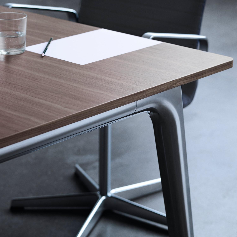 Pluralis Meeting Table Detail