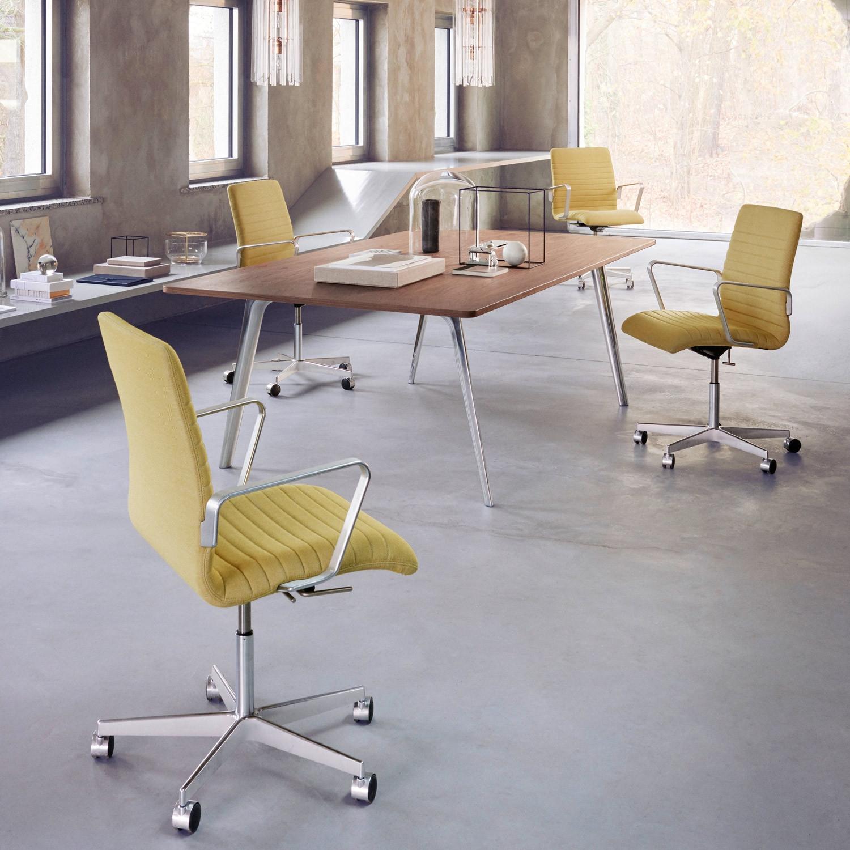 Pluralis Meeting Table